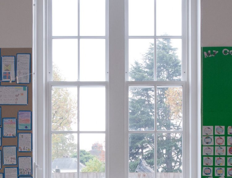Traditional-Sliding-Sash-Window_Internal-Classroom-shot-of-Dulwich-Hamlet-Junior-School
