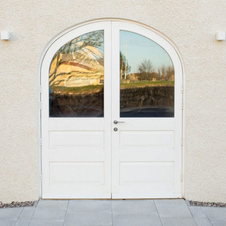 arched timber entrance doors twry felin hotel in gower